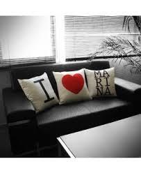 Cojín mensaje en sofa