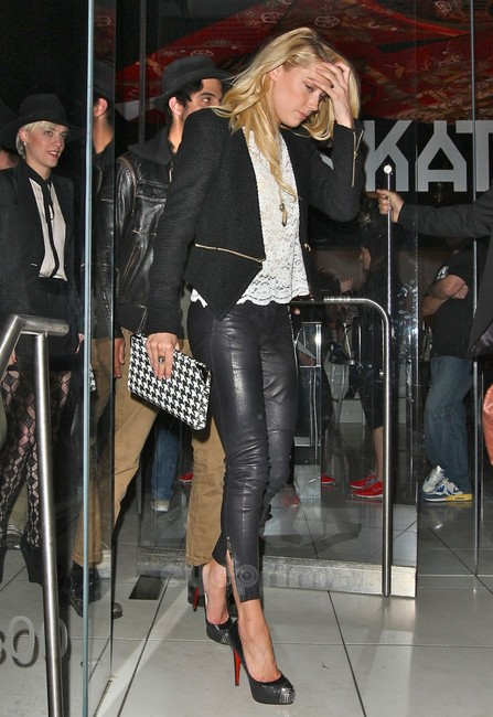 amber-heard-and-christian-louboutin-2011-maggie-pumps-gallery