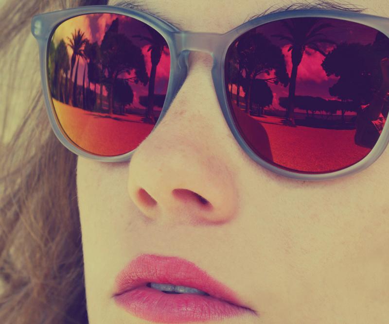 gafas espejadas en naranjas-rosas