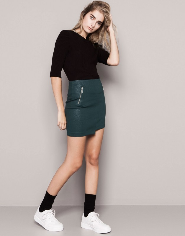 Pull&-bear-minifalda-de-cuero-verde