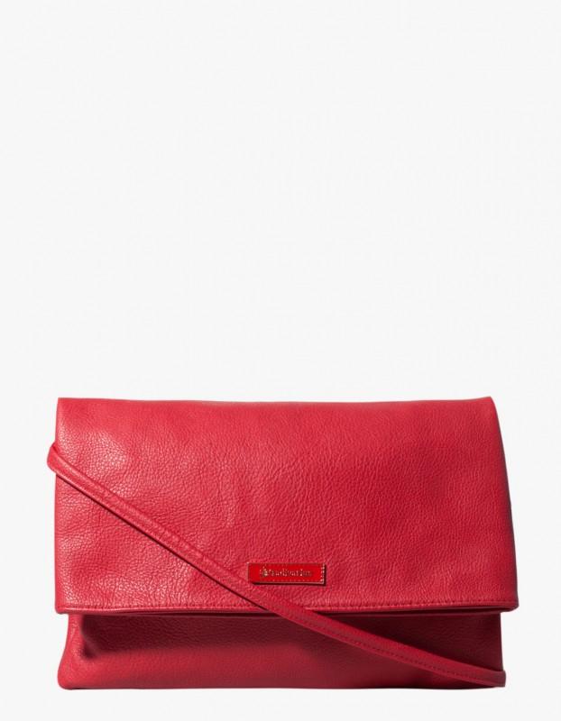 bolso sobre rojo Stradivarius