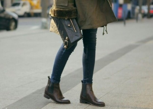 botas-chelsea-con-jeans-pitillo ellahoy.es