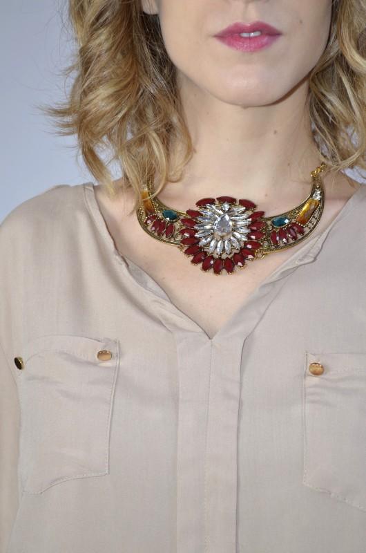 gargantilla piedras multicolor rojo y oro vintaway.com