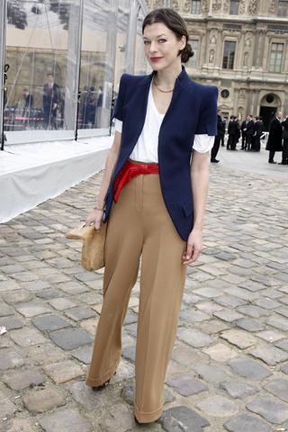 pantalon-palazzo-mila-jovovich