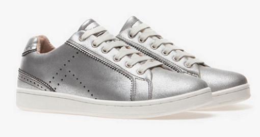zapatos-de-stradivarius-zapatillas-deportivas-metalizadas-blancas